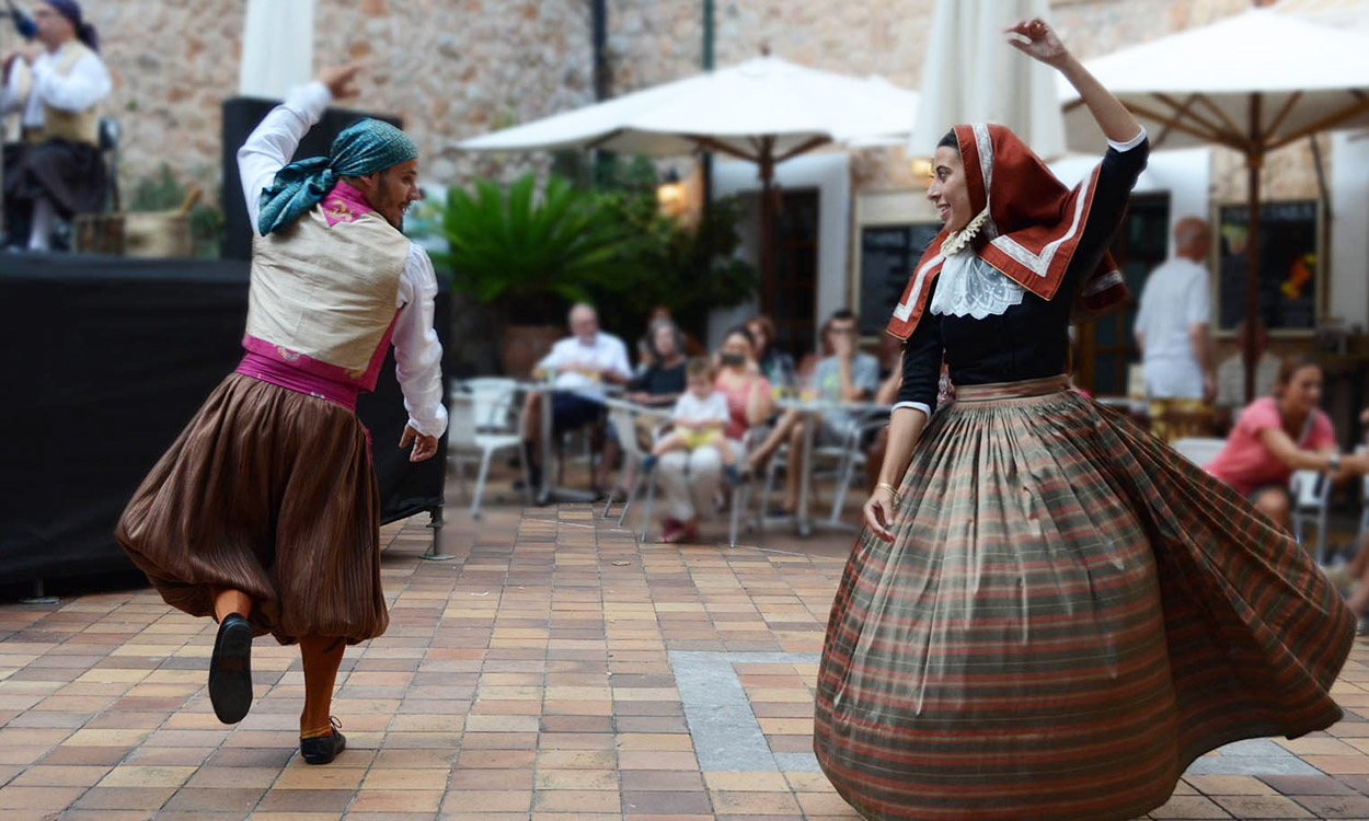 traditional ball de bot son brull hotel mallorca